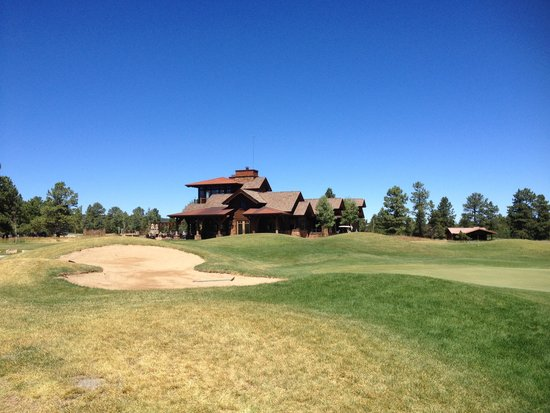 Divide Ranch & Club Golf Course: Clubhouse