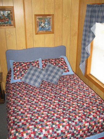 Twin Mountain Motor Court & RV Park : cottage 10