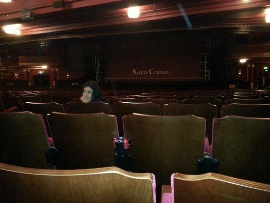 We Will Rock You : Teatro e palco da apresentação