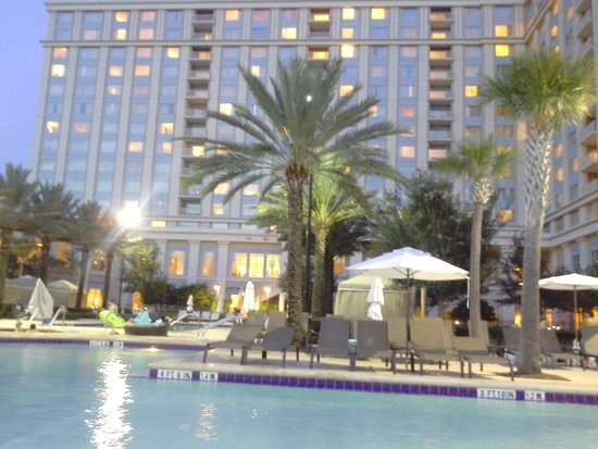 Waldorf Astoria Orlando: View of the hotel from the pool