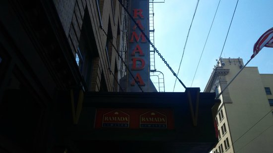 Ramada Limited Vancouver Downtown : Outside