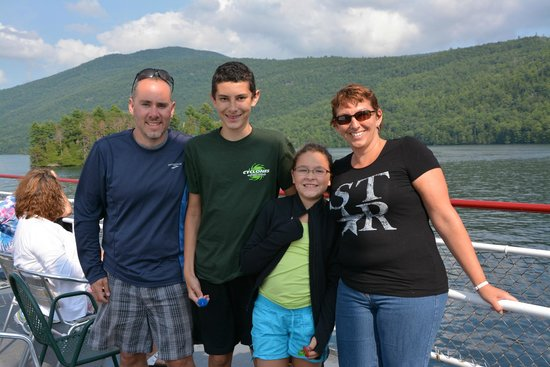 Adirondack Camping Village: We went a the Mohican Island discovery cruise