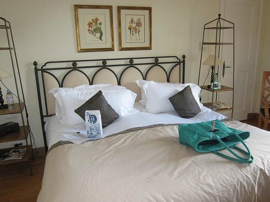 Hotel de la Cite Carcassonne - MGallery Collection: Comfortable bed of our Jr. Suite