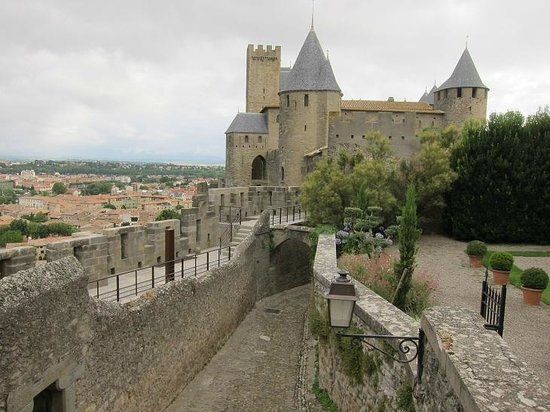 Hotel de la Cite Carcassonne - MGallery Collection : View of Château Comtal from the patio