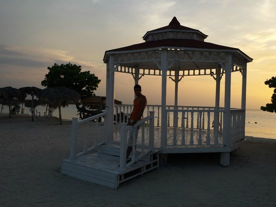 Hotel Playa Costa Verde: havent seen people getting married there though