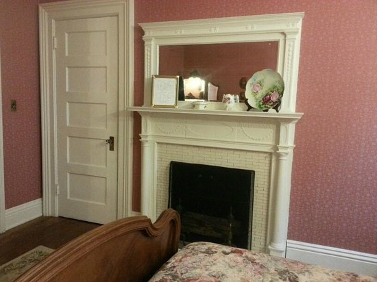Vrooman Mansion: Letitia room.