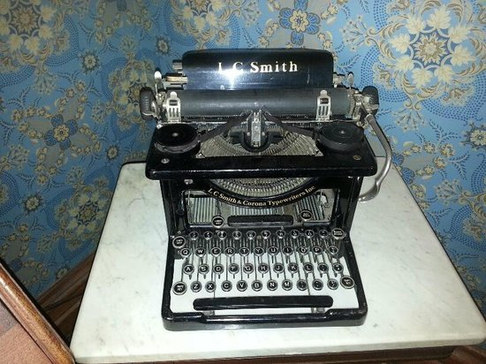 Vrooman Mansion: Very old typewriter, part of the decorating.