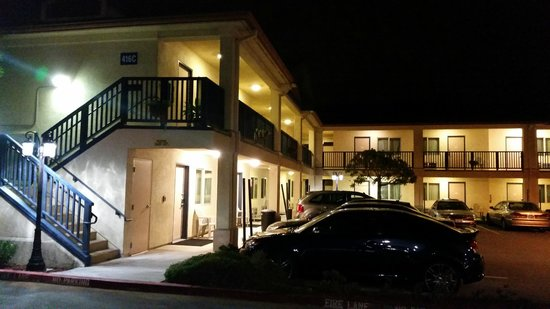 Howard Johnson Marina at Monterey Bay: Exterior evining
