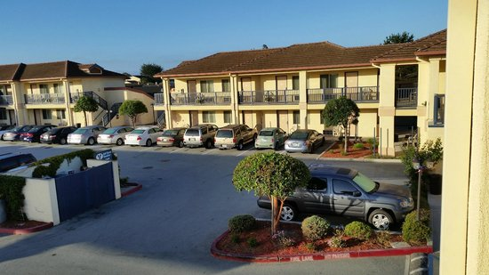 Howard Johnson Marina at Monterey Bay: Morning Exterior Parking and Building