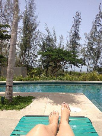 Hix Island House: Pool side