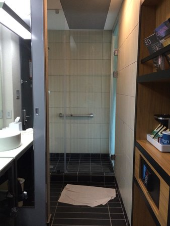 Aloft San Jose Hotel: Shower