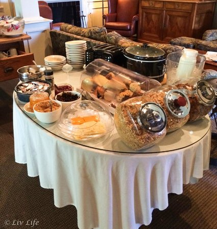 The Upham Hotel & Country House : Continental Breakfast