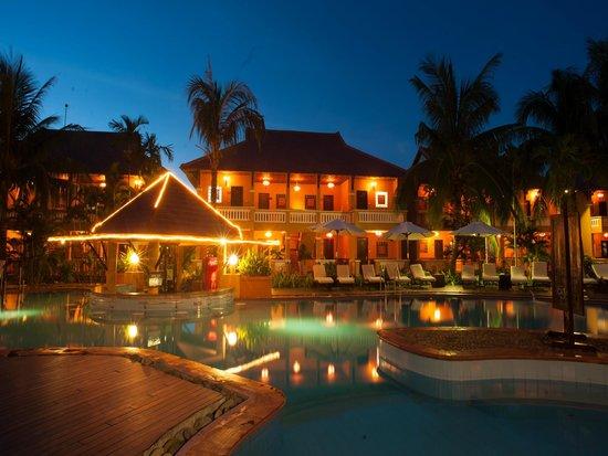 Vinh Hung Riverside Resort: Resort at night
