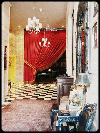 The Redbury Hollywood: Hotel lobby