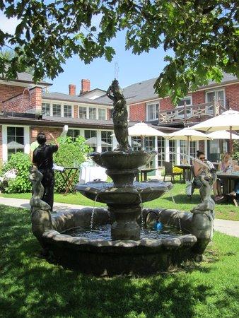The Briars: Fountain