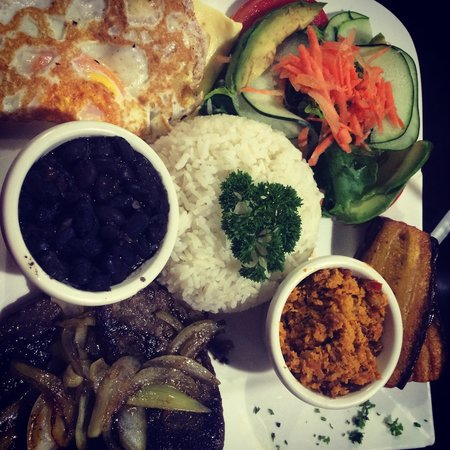 Rain Forest Cafe y Restaurant: Casado