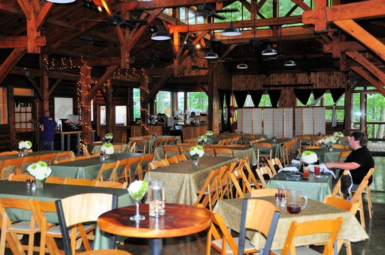 Smokey's on the Gorge: Dining room