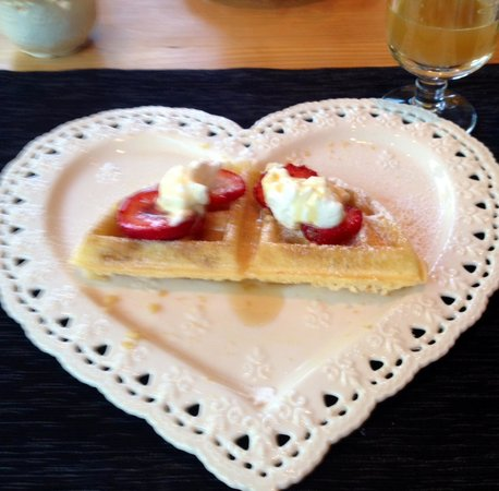 Twisted Timber Guesthouse: Belgian waffles-I opted for a 1/2 waffle in my SECOND helping :)