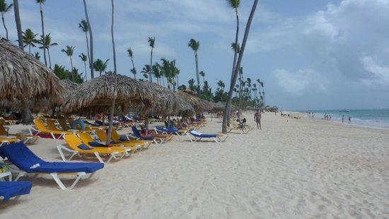 Iberostar Bavaro Suites: Playa de arena blanca
