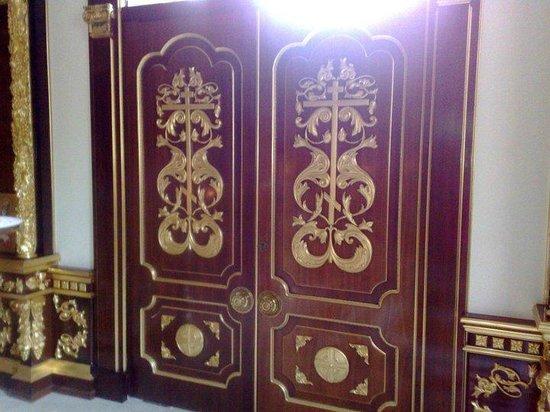 Iglesia Ortodoxa Rusa San Miguel Arcangel : Puerta lujosa
