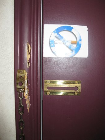 Motel Pignons Rouges: safety in your room