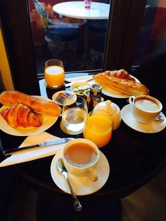 Hotel Boutique Castillo Rojo: Café da manhã