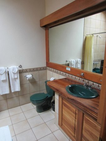 Hotel Montana Monteverde: Bathroom