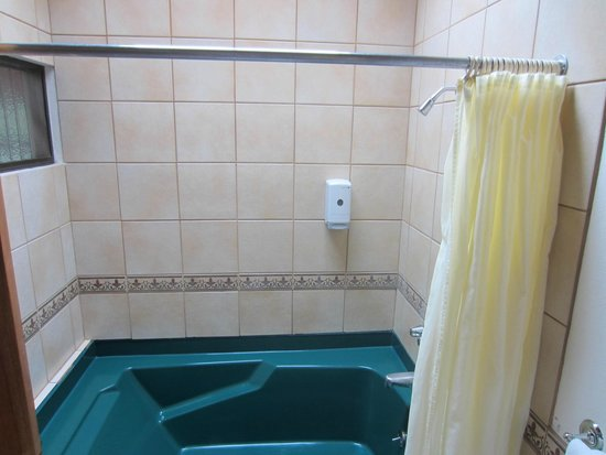 Hotel Montana Monteverde: Jacuzzi bath tab