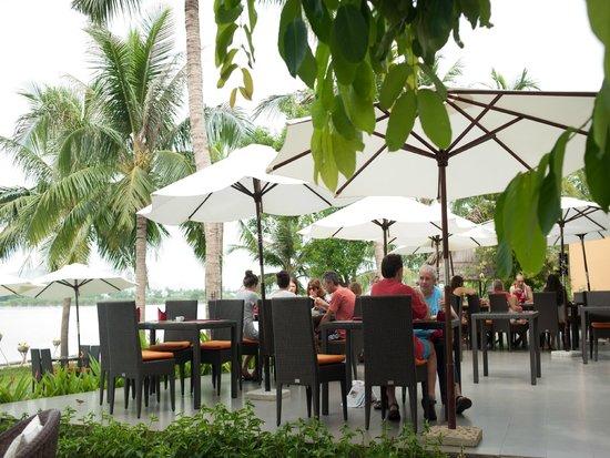 Vinh Hung Riverside Resort: Dinning