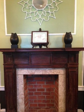 Old Town Manor: Fireplace in lobby