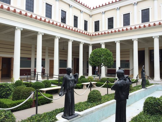 The Getty Villa : Interior courtyard