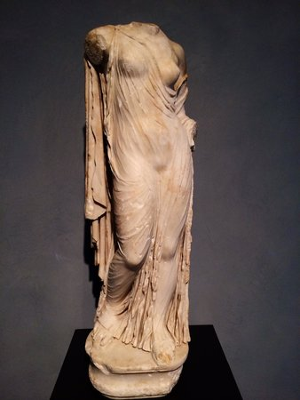 The Getty Villa : A sculpture of Venus