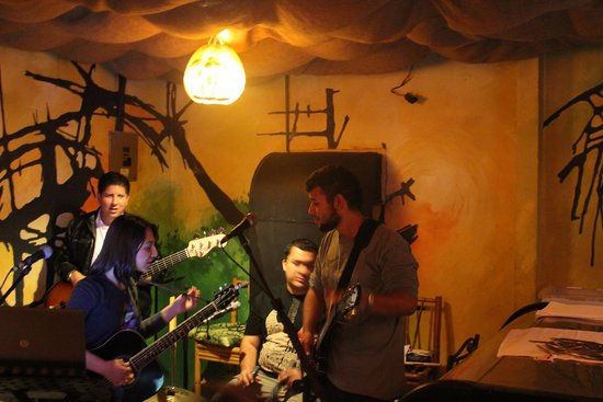 Tree House Restaurante & Cafe: Tree House Band