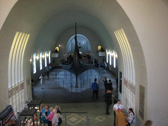 Viking Ship Museum : Photo of the hall containing the ship