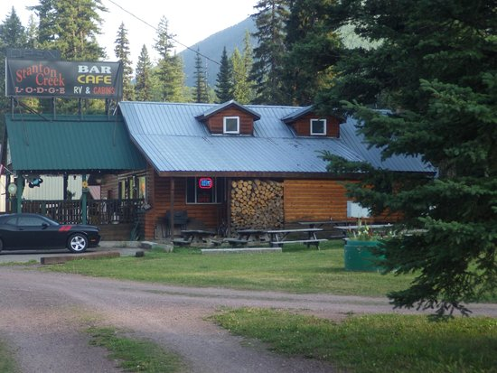 Stanton Creek Lodge : Main Building with bar/cafe