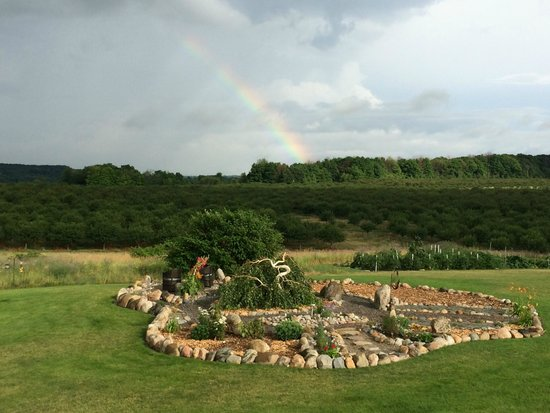 Country Hermitage Bed and Breakfast Traverse City : Rainbow over the horizon