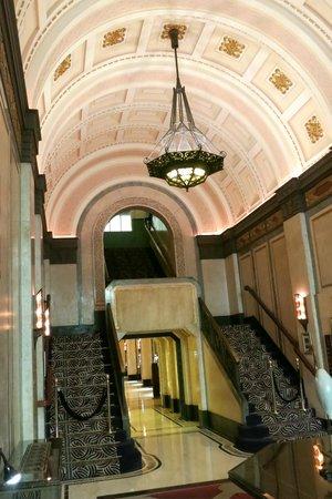 Fairmont Peace Hotel: Art Deco stairwell