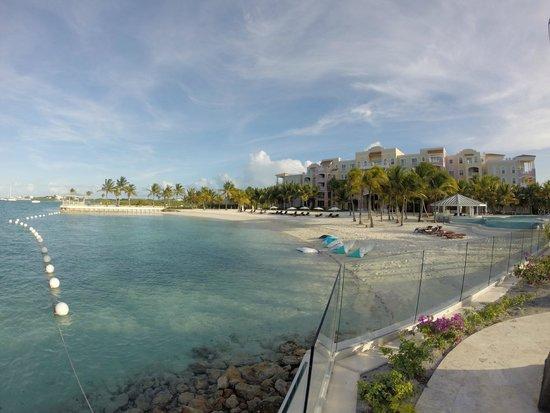 Blue Haven Resort: Beach Area