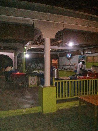 Fun Holiday Beach Resort : The tiny buffet area to eat and the kitchen used the same oil to cook different foods and my fri