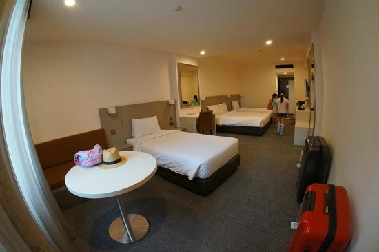 Strand Hotel: July 2014 2 single beds + 1 double bed