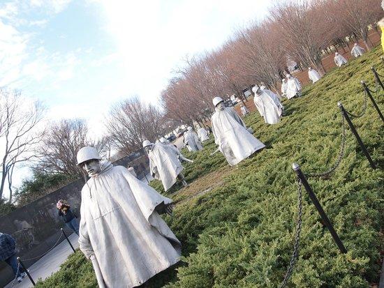 Monumento a los veteranos de la Guerra de Korea: 迫力ある銅像