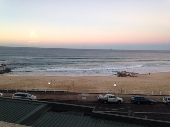 Quality Hotel Noah's On the Beach : Newcastle beach at dusk
