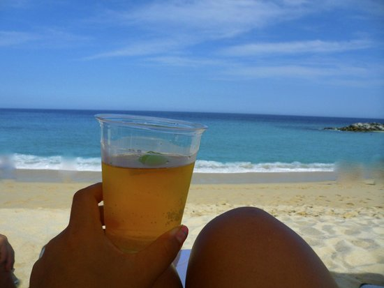 Hilton Los Cabos Beach & Golf Resort : bar on the beach