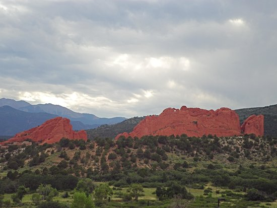 "Jardín de los dioses (Garden of the Gods): ""Kissing Camels"" from afar"