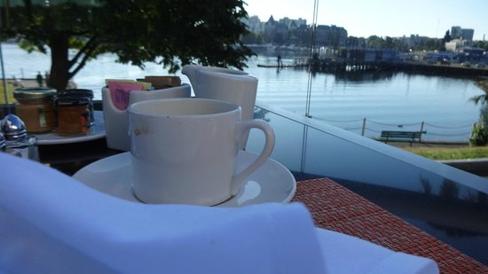 Inn at Laurel Point: The view from the deck at breakfast!
