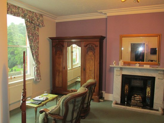 Plas Hafod: Green Room - large window & armchairs