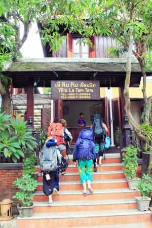 Villa Le Tam Tam: บรรยากาศหน้าที่พัก ร่มรื่นมากๆ