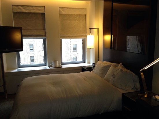 The Westin New York Grand Central: Small but clean and comfortable!!