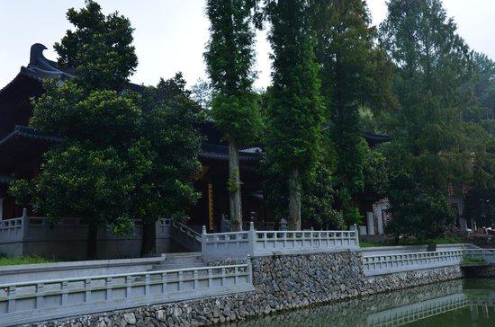 Lishui Liandu Baiyun Mountain: temple