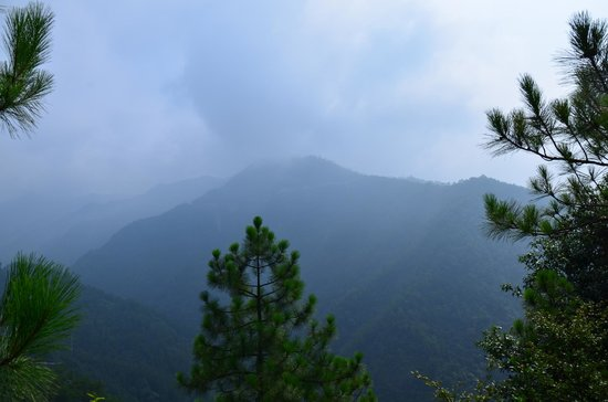 Lishui Liandu Baiyun Mountain: view from top of moutain